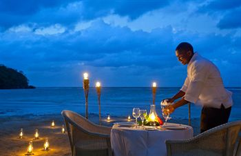 Couples San Souci nighttime dining
