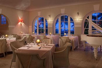 Couples San Souci dining room